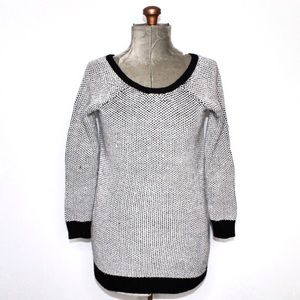🎀3/$30 Guess White & Black Knit Sweater Small